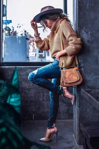 Stylish Outfit With A Sweater #casualoutfit #stylishfalloutfit