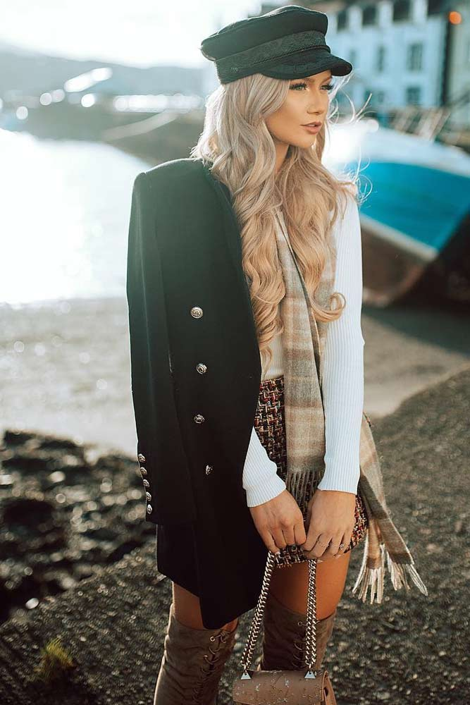 Fall Outfit Idea With Black Coat Ant Gatsby Hat #scarf #gatsbyhat