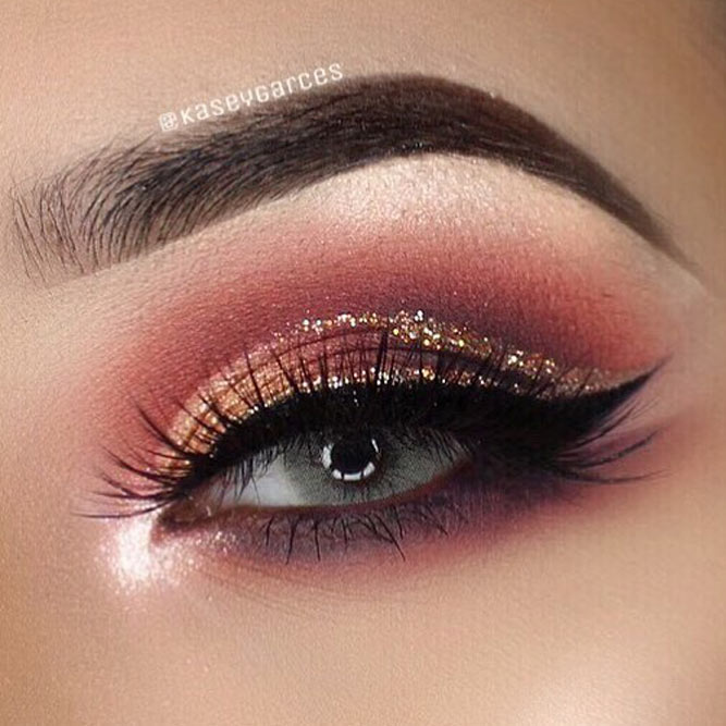Lovely Makeup Idea With Glitter Eyeliner
