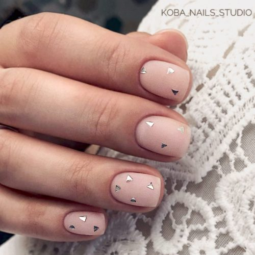 Delicate Matte Manicure Ideas Decorated With Sequins For Homecoming Event #squarenails #shortnails #mattenails #nudenails #sequinsnails
