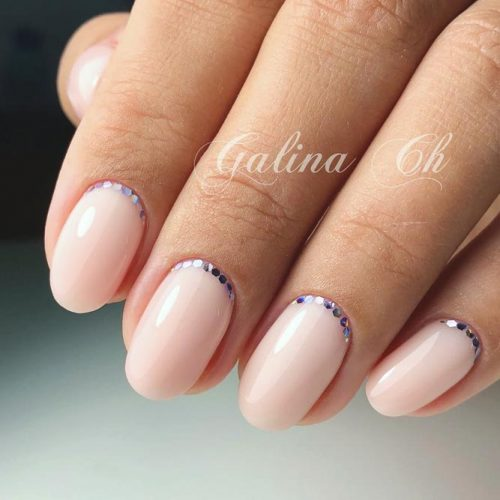 Delicate Manicure Ideas With Sequins Crescents For Homecoming Event #roundednails #shortnails #sequinsnails #nudenails #crescentnails