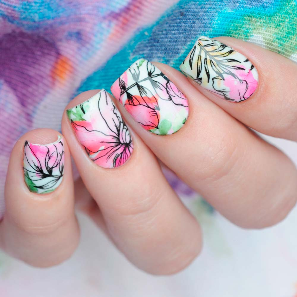Tropical Summer Nails with a Watercolor Flower Pattern #flowernailart #nails