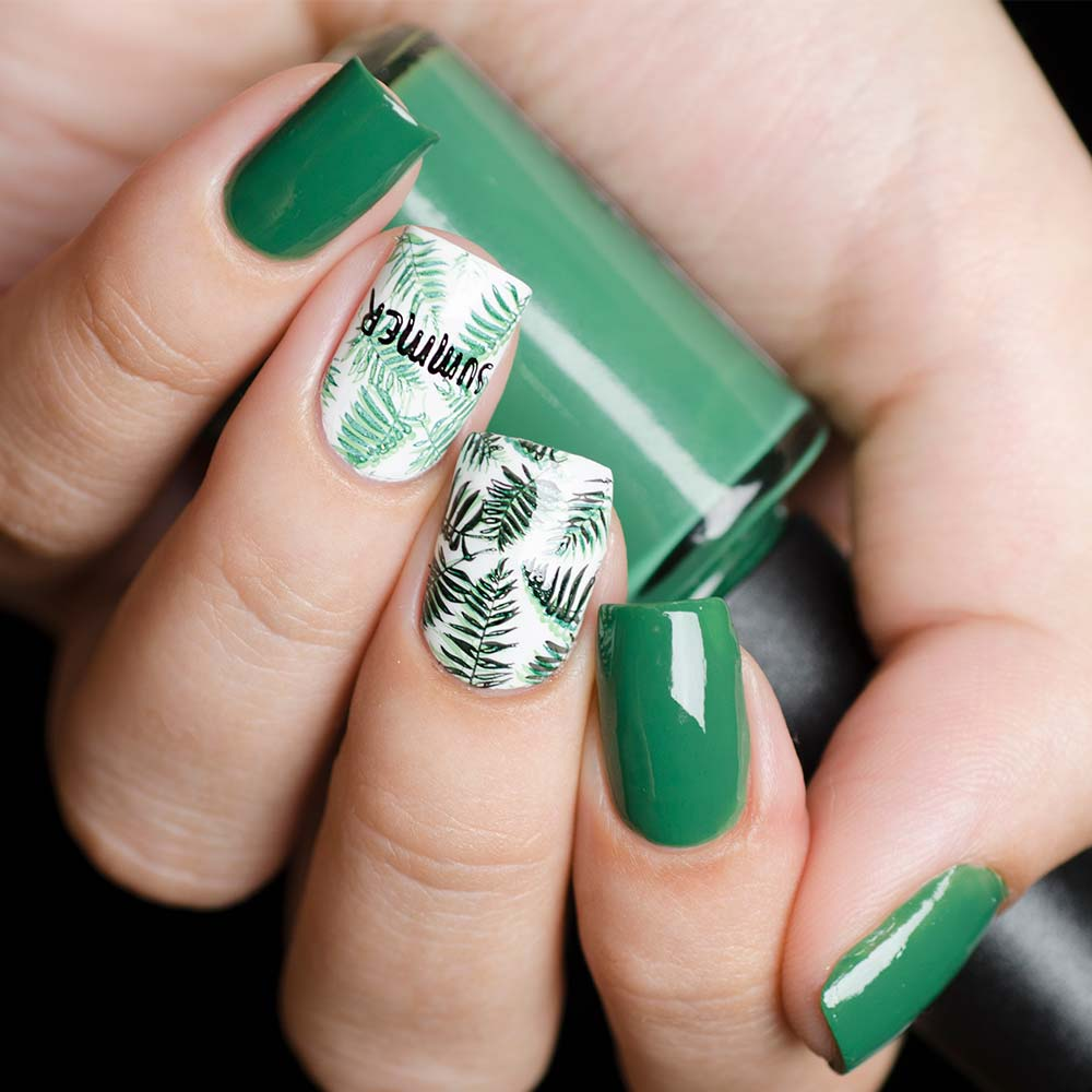 Summer Nail Designs with Green Palm Leaves #greennails #summernails