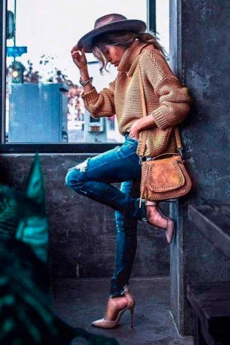 Stylish Outfit With A Sweater #stylishlook #casualoutfits
