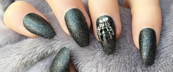 15 Sexy and Spooktacular Ideas for Halloween Nail Art To Scare Your Friends