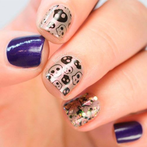 Simple Sculls Petterned Nail Design #stampingnails #spookynails