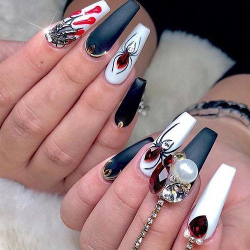 Glam Spider Halloween Nails #spidernails #webdesign