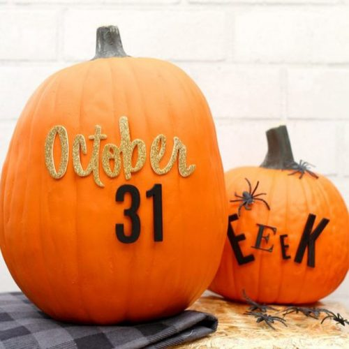 Simple Pumpkin Decor Ideas #lettering #simplepumpkin