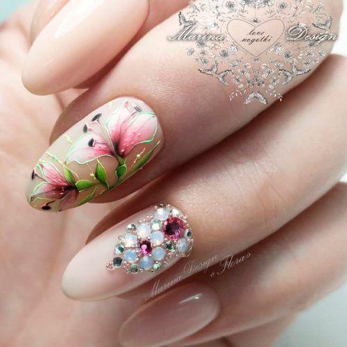 Flowers Nails Design #flowersnails #rhinestonesnails