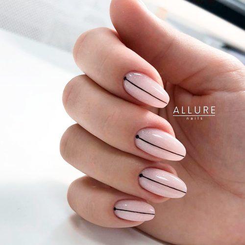 Minimalistic Striped Nail Art #stripednails #nudenails