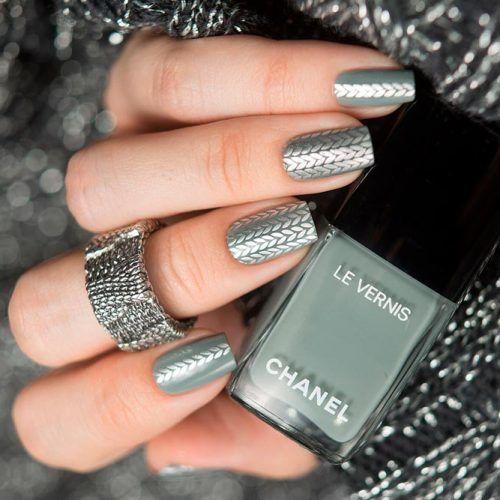 Knitted Nail Art Design #silvernails #knittednails
