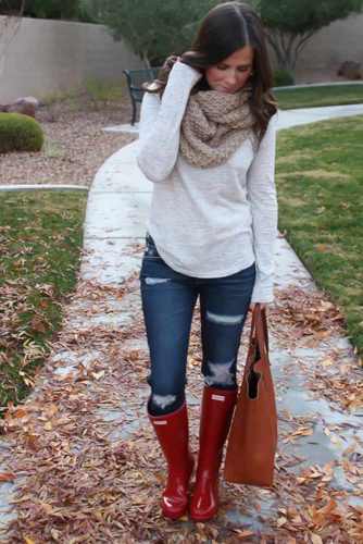 Comfy Idea with Red Rain Boots for Your Fall Outfits