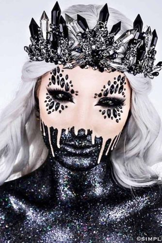 Creepy Black Queen Makeup Look #blackqueen