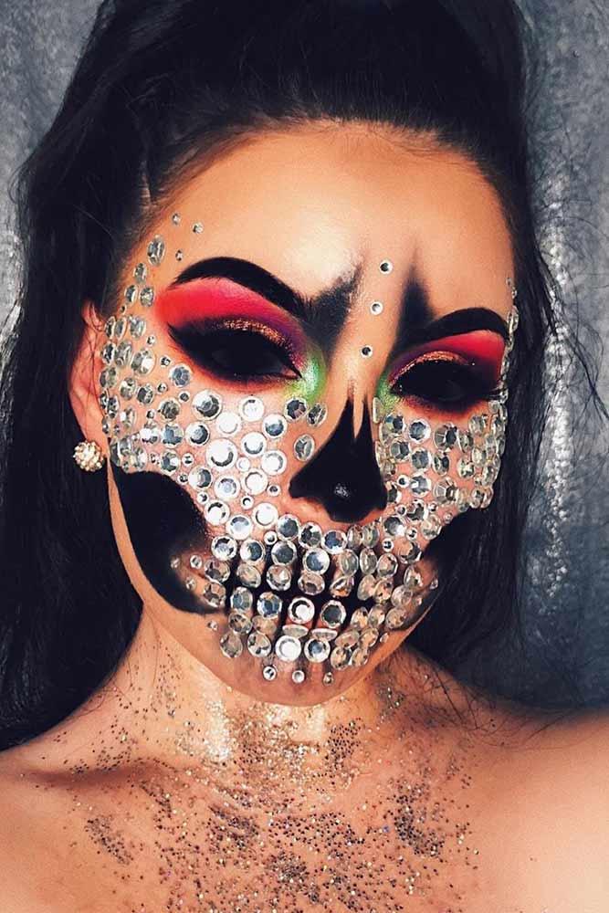 Glam Skeleton With Black Eyes #creepyskeleton #glamskeleton