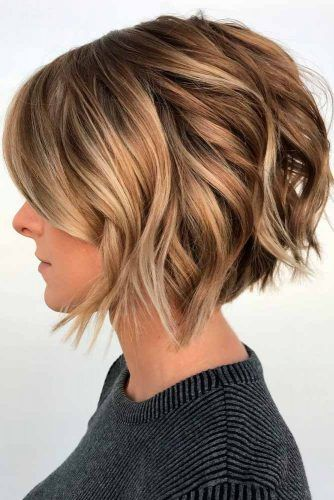 Wavy Bob With Highlights #wavyhairstyles #shorthair