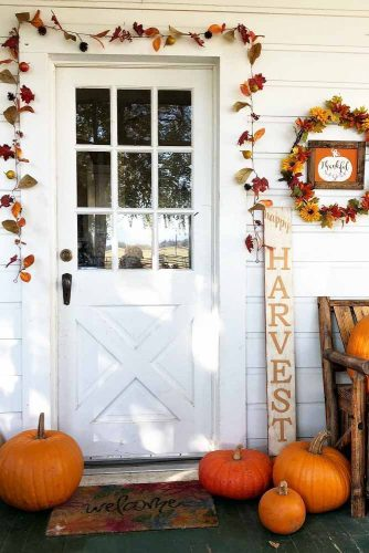 Simple Outdoor Decor With Wooden Lettering #harvest #leaves