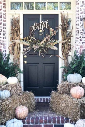 Thanksgiving Front Porch Decor #frontporch #doordecor