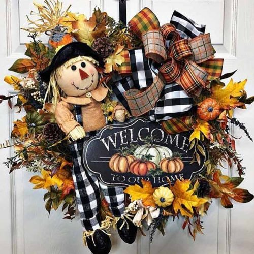 Thanksgiving Wreath With Scarecrow #fallwreath #leaves