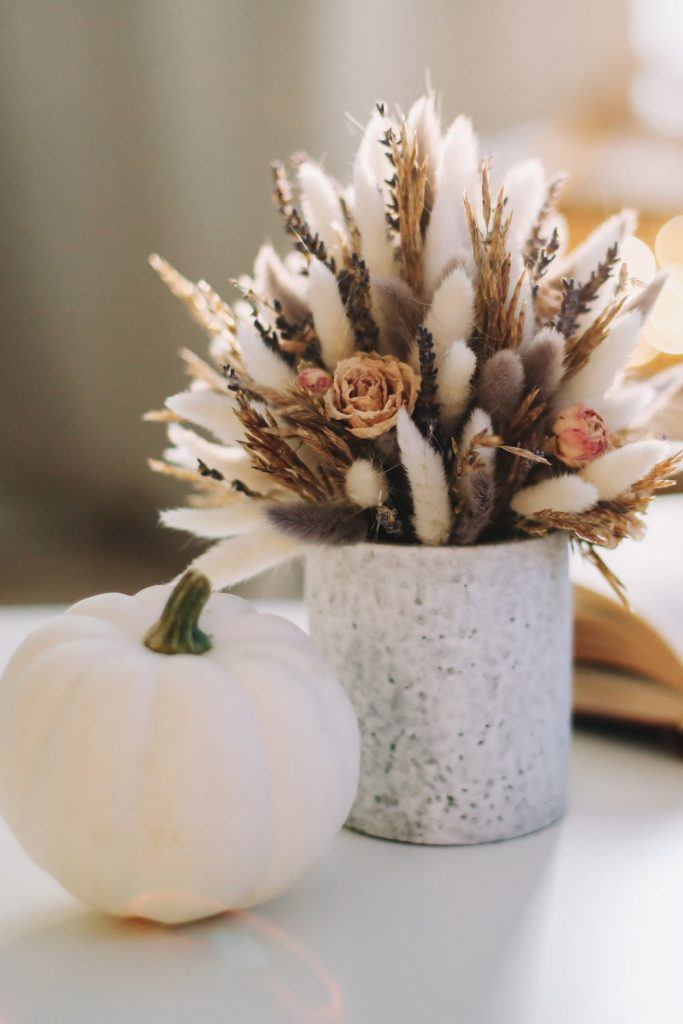 Cute Thanksgiving Decoration Idea with Fall Flowers