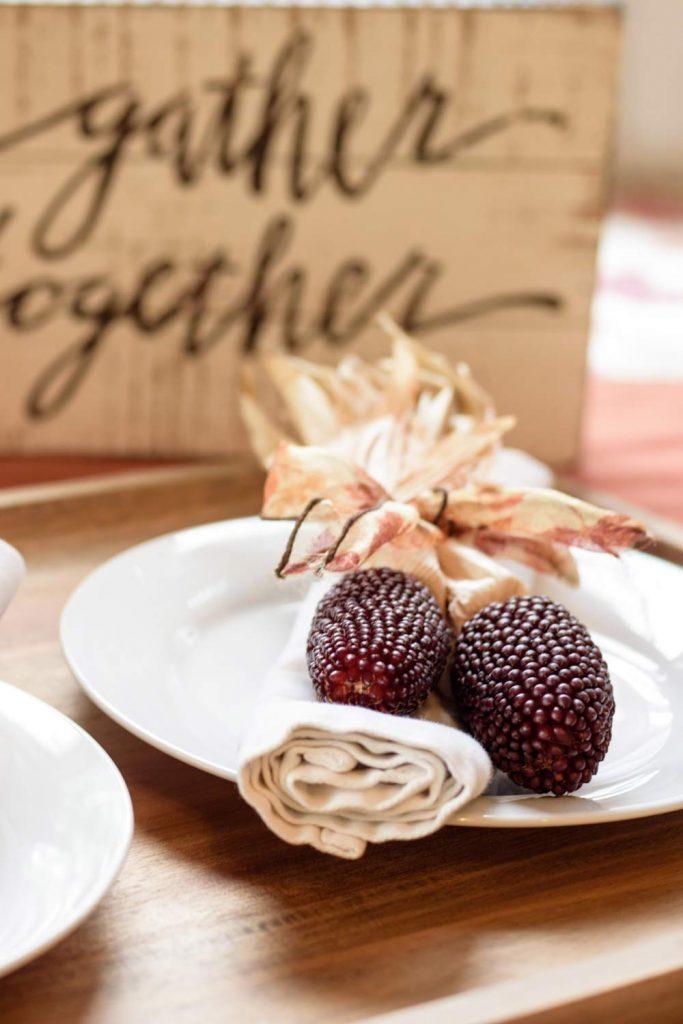 Table Thanksgiving Decor Idea