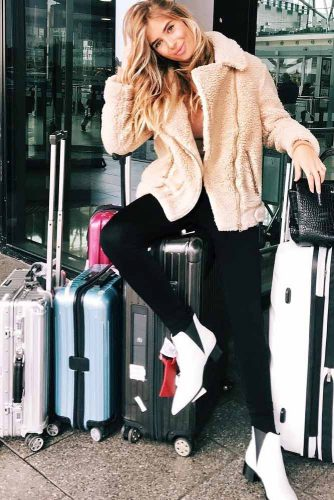 Fall Travel Outfit Ideas to Try This Season picture 3