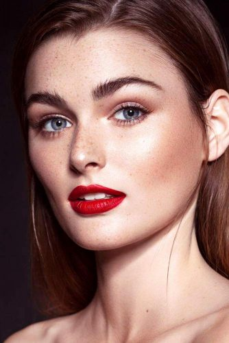 Elegant Makeup Ideas with Red Lips picture 2