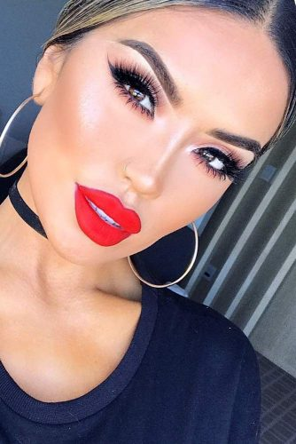 Elegant Makeup Ideas with Red Lips picture 3