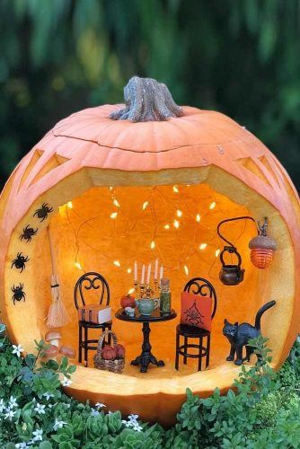 Pumpkin Diorama Carving Idea #diorama