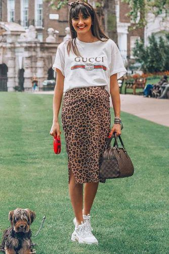 T-shirt With Print Skirt Outfit #casualoutfit #bumpstyle