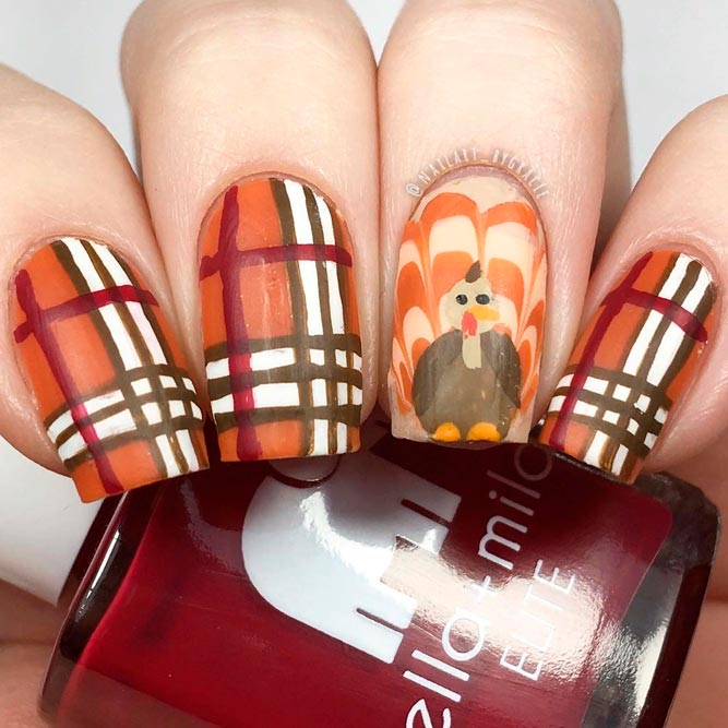 Burberry Olaid With Turkey Nail Art Combo #handpaintednails #plaidnails #fallnails