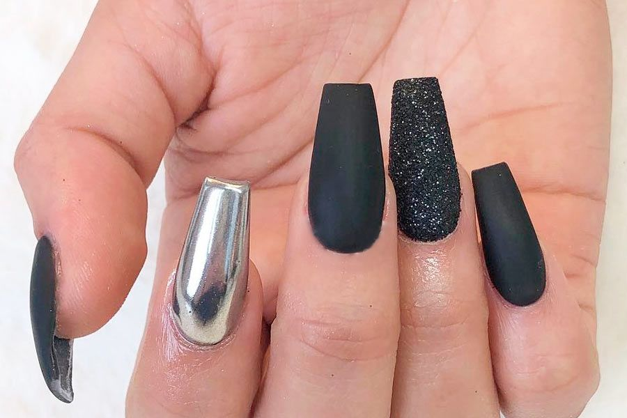 33 Black Glitter Nails Designs That Are More Glam Than Goth