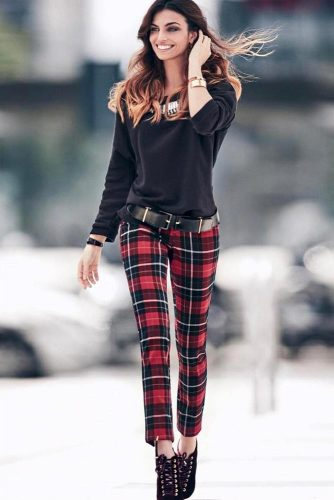 Classic Christmas Outfits Ideas with Pants picture 5