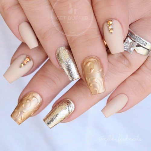 Short Gold Colored Coffin Shaped Nails #goldnails #mattenails #glitternails