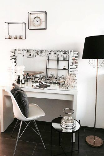 Black And White Colors For Glam Room Idea #blocksmirror #blackpillow