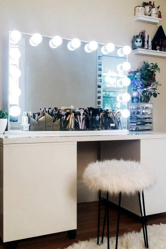 Designs of Makeup Vanity with Lights picture 1