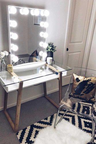 Designs of Makeup Vanity Mirror with Lights picture 2