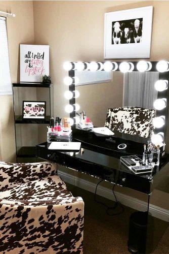Designs of Makeup Vanity Mirror with Lights picture 4