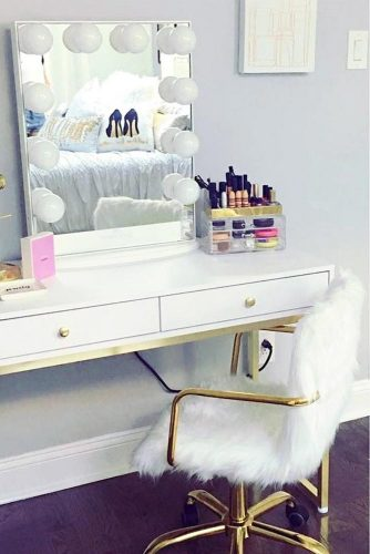 Designs of Makeup Vanity Mirror with Lights picture 1