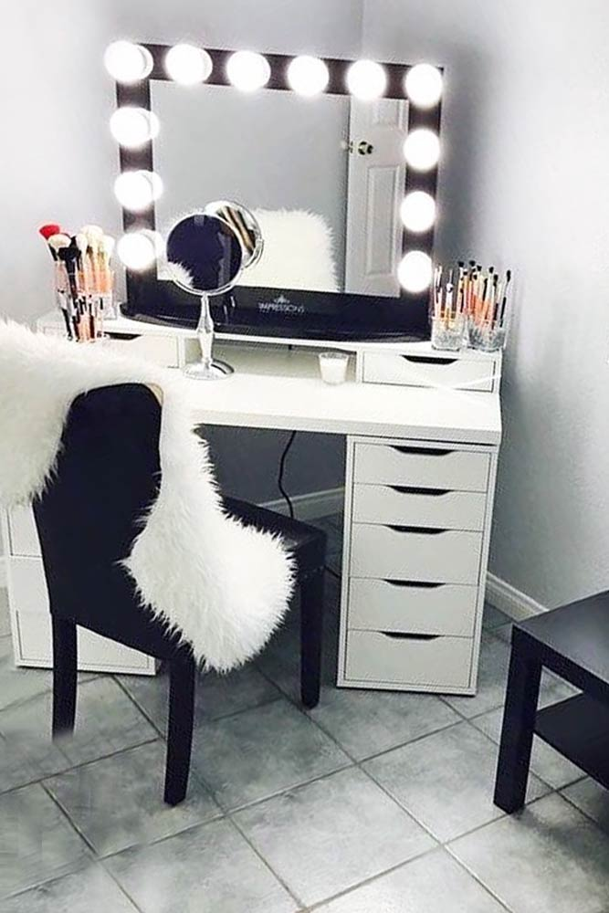 Designs of Makeup Vanity with Lights picture 4