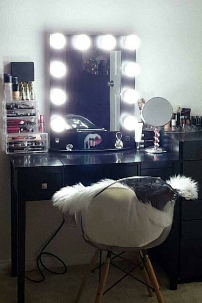 Designs of Makeup Vanity Mirror with Lights picture 3