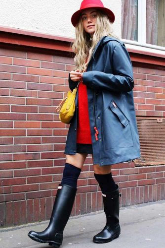 Outfit Ideas with Rain Boots Women Will Really Adore picture 4