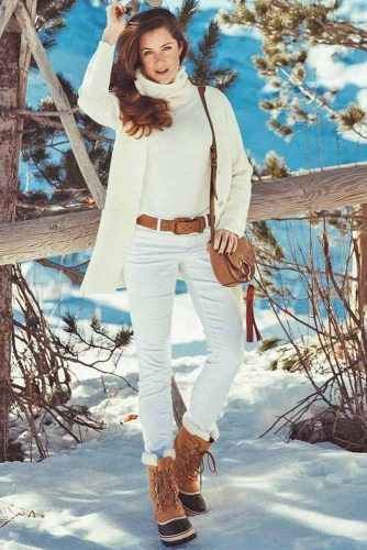 Women Snow Boots Outfit Ideas picture 3