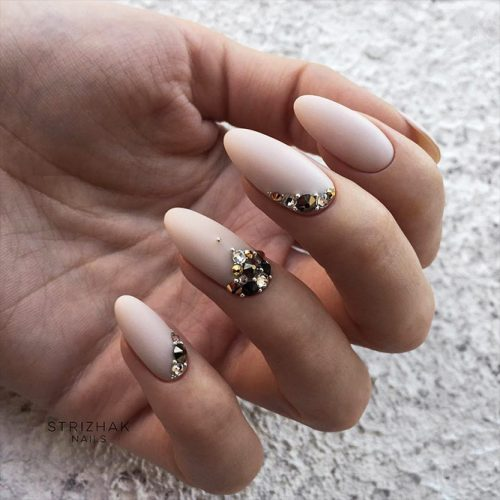 Beautiful Winter Matte Nail Designs Picture 1