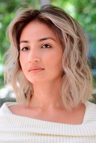 Wavy Bob Hairstyles with Middle Part #wavyhairstyles #shoulderlengthhair