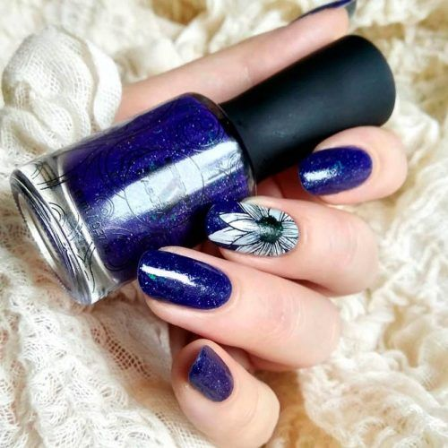 Shimmery Navy Blue Nails With Flowers #flowersnails #bluenails #shimmerynails