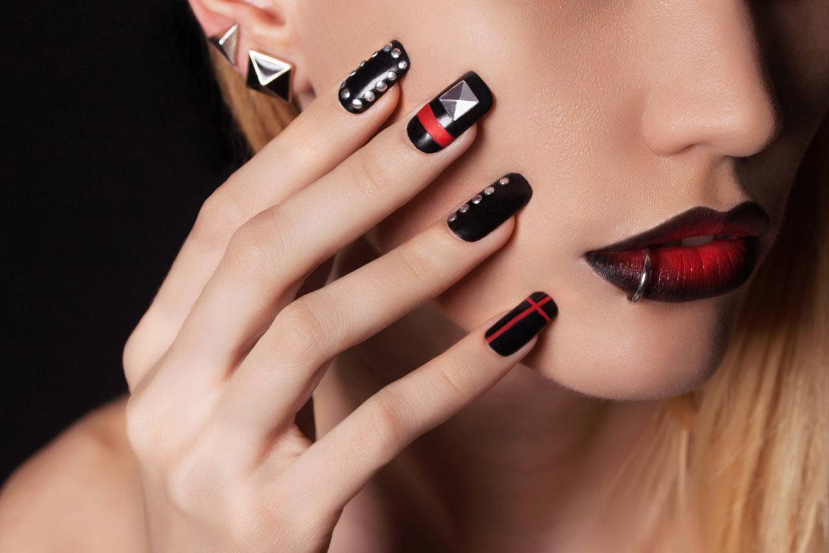 Trendy Black Nails Designs for Dark Colors Lovers