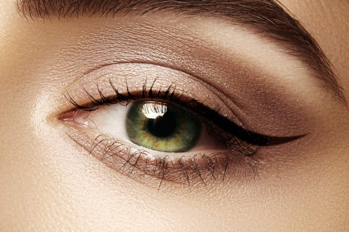 How to Apply Eyeliner - Hacks, Tips, and Tricks for Begginners