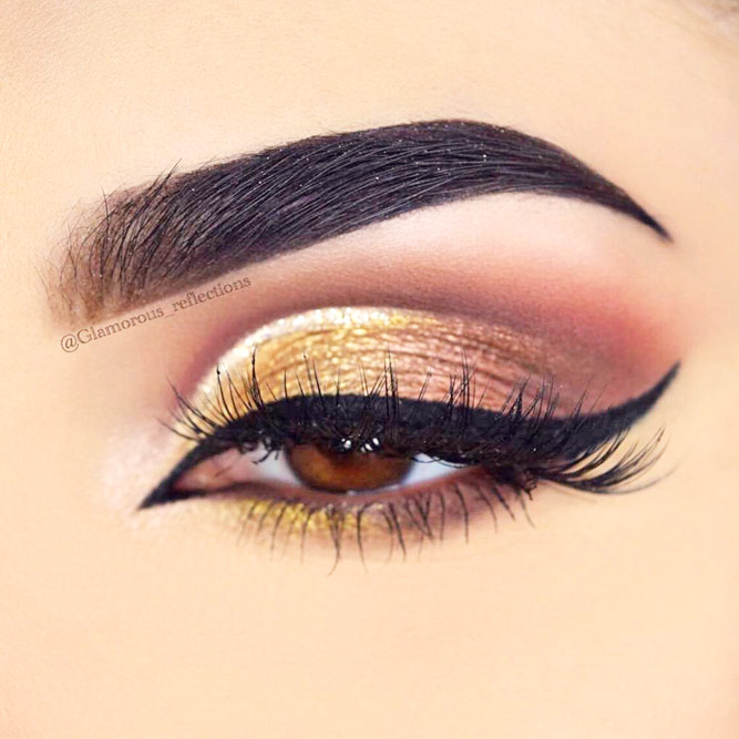 Winged Eyeliner Style for Downturned Eyes picture 1