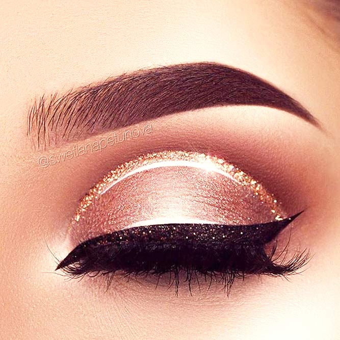 Winged Eyeliner Style for Round Eye Shape picture 3