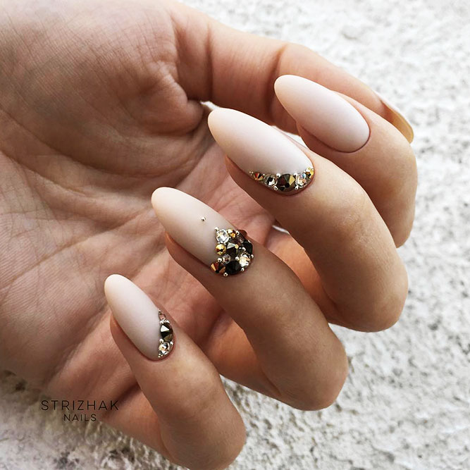 Almond Shape Acrylic Nails for Casual Look Picture 6